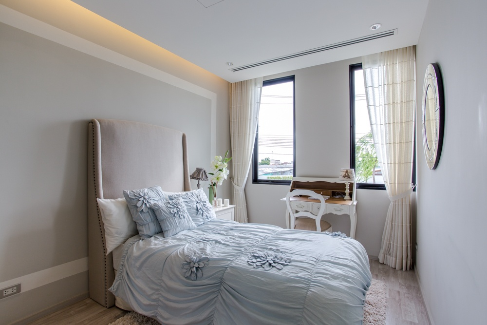 Small Bedroom Bed Against Wall