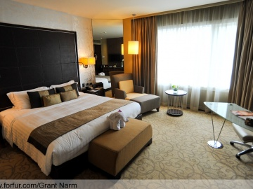 แบบห้องนอน Deluxe Bedroom: Grand Millennium Sukhumvit